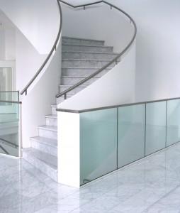 Gebäudereinigung Treppenhausreinigung in Hamburg. Zuverlässige Reinigungsfirma in Fragen der Gebäudereinigung gesucht? Dann sind Sie bei uns genau richtig. Die Geäudereinigung aus Hamburg reinigt auch Ihr Treppenhaus. Reinigung zum günstigen Preis. Holen Sie sich ein Angebot der Gebäudereinigung Hamburg für Ihre Treppenhausreinigung jetzt.