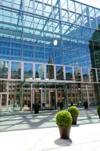 Die Büroreinigung in Fuhlsbüttel beschäftigt sich in Fragen der Gebäudereinigung zum grössten Teil um Büroreinigungen in kleinen und großen Unternehmen. Sie suchen eine Gebäudereinigung die für Sie die Büroreinigung übernimmt? Kontaktieren Sie uns!